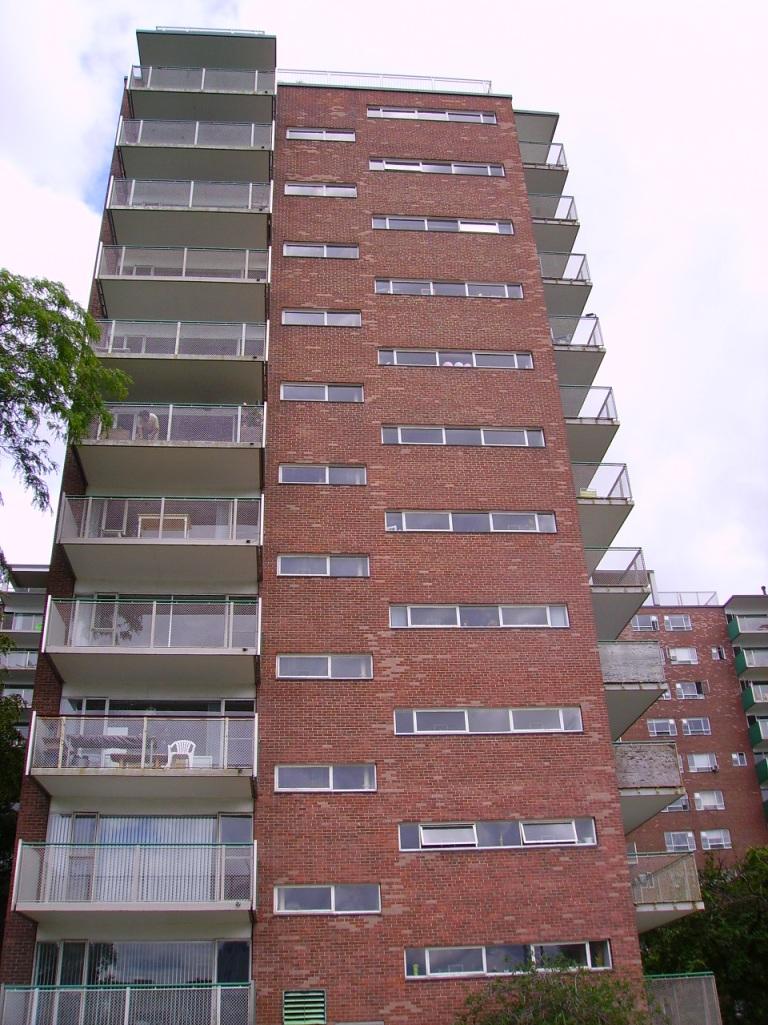 100 Memorial Drive, 1949, Brown, De Mars, Kennedy, Koch, Rapson – Groundbreaking designed which takes advantage of the riverfront site.
